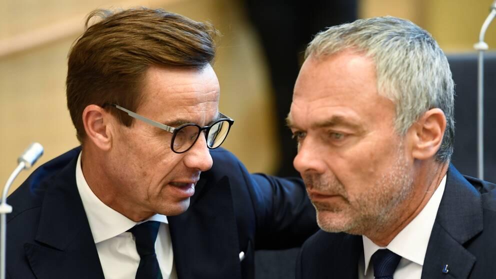 Utöver budgeten och 73-punktsprogrammet står det fritt fram för alla partier att förhandla med varandra. På bilden Ulf Kristersson (M) och Jan Björklund (L) under riksmötets öppnande i september.