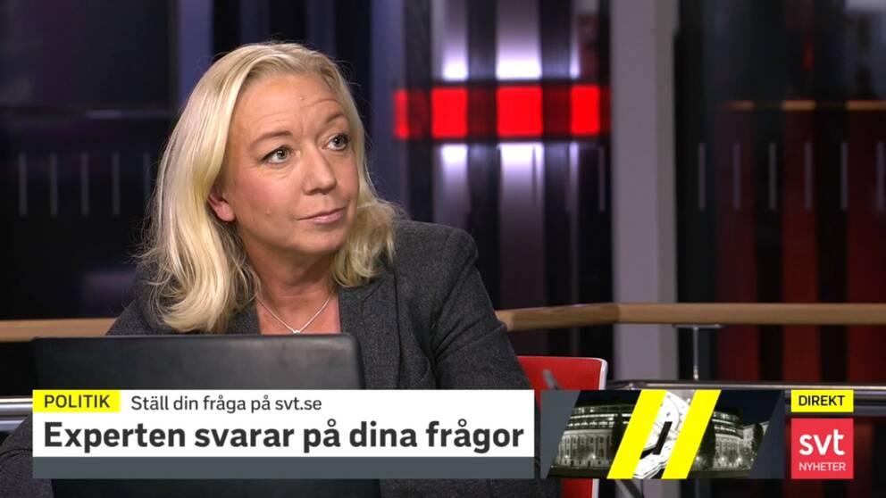 SVT:s politikreporter Elisabeth Marmorstien svarar på tittarnas frågor