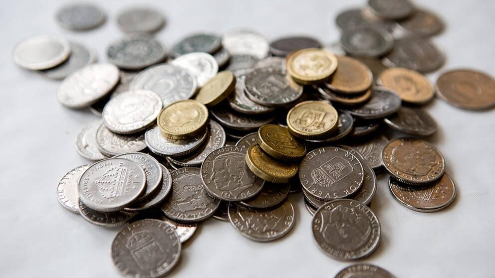 Marknaden kronan forsvagades mot dollarn och euron