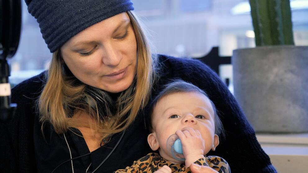Cilla Holm med dottern Liv.