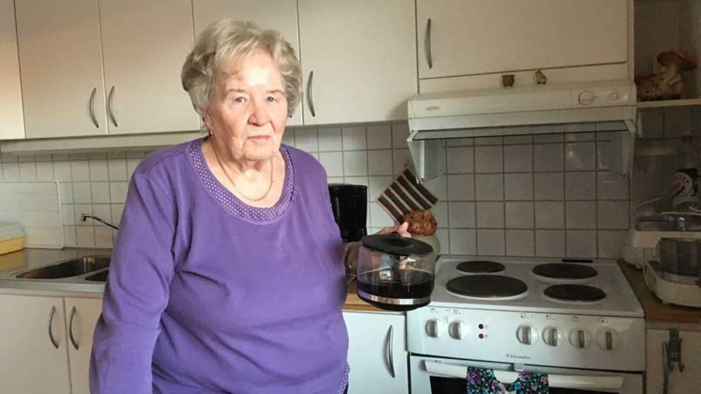 Laura Jokela bor hemma och tar inte emot någon hjälp från kommunen.
