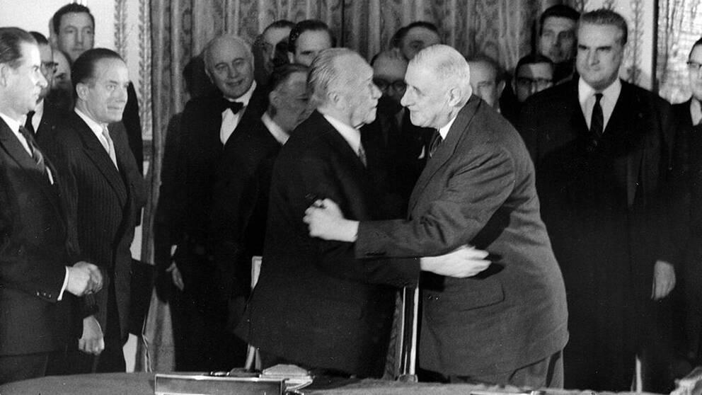 Det första fransk-tyska vänskapsfördraget slöts mellan Västtysklands förbundskansler Konrad Adenauer och Frankrikes president Charles de Gaulle 1963.