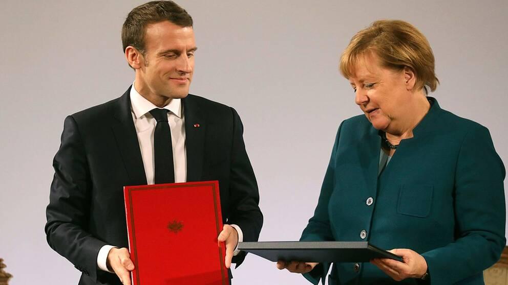 Frankrike och Tyskland vill fördjupa sitt samarbete inom många områden i ett fördrag som de skrev under under en ceremoni i Aachen.