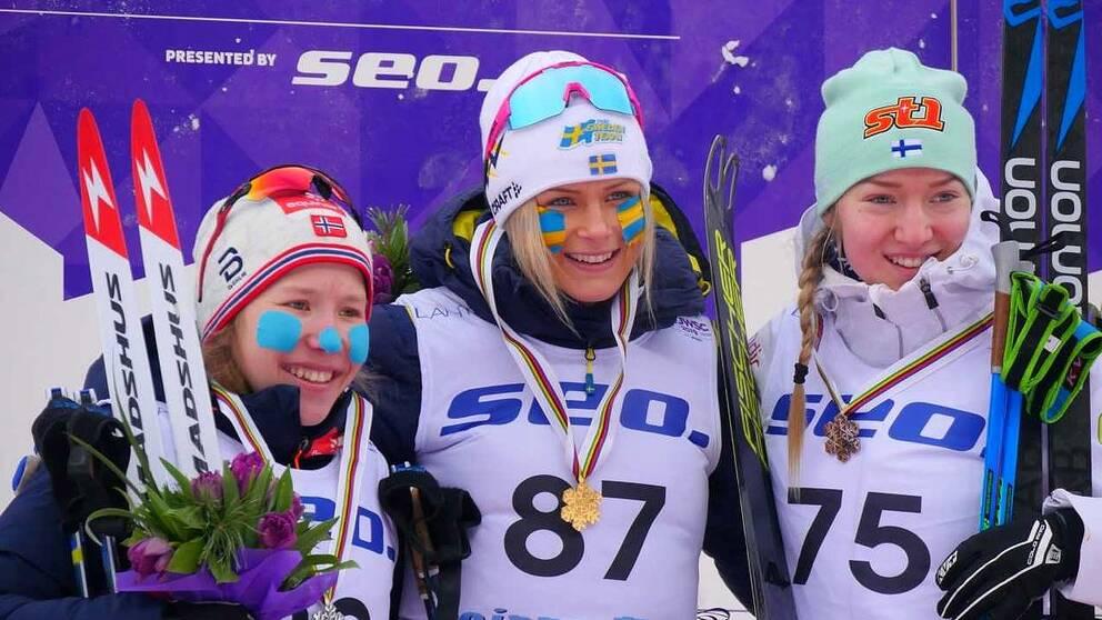 Frida Karlsson från Sollefteå tog guld i skid-VM för juniorer i finska Lahtis.