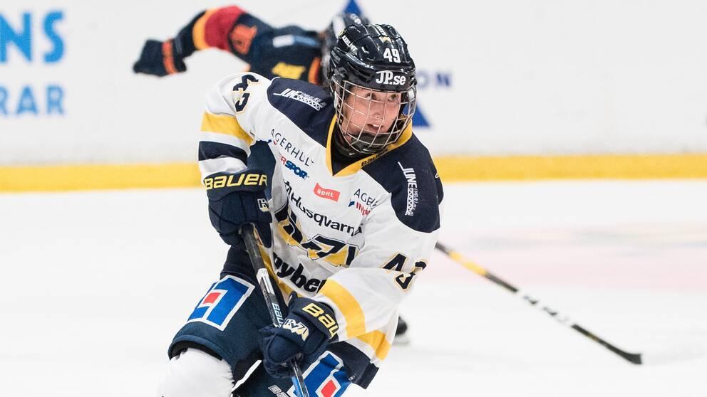 Riksidrottsnämnden ansåg att SDHL-spelaren Fanny Rasks tackling inte var avsiktlig och fria henne från en sju matcher lång avstängning.