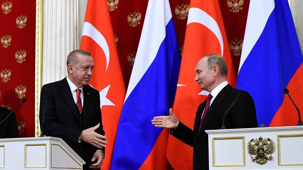 Turkiets president Recep Tayyip Erdogan och Rysslands president Vladimir Putin under deras gemensamma presskonferens på onsdagen.