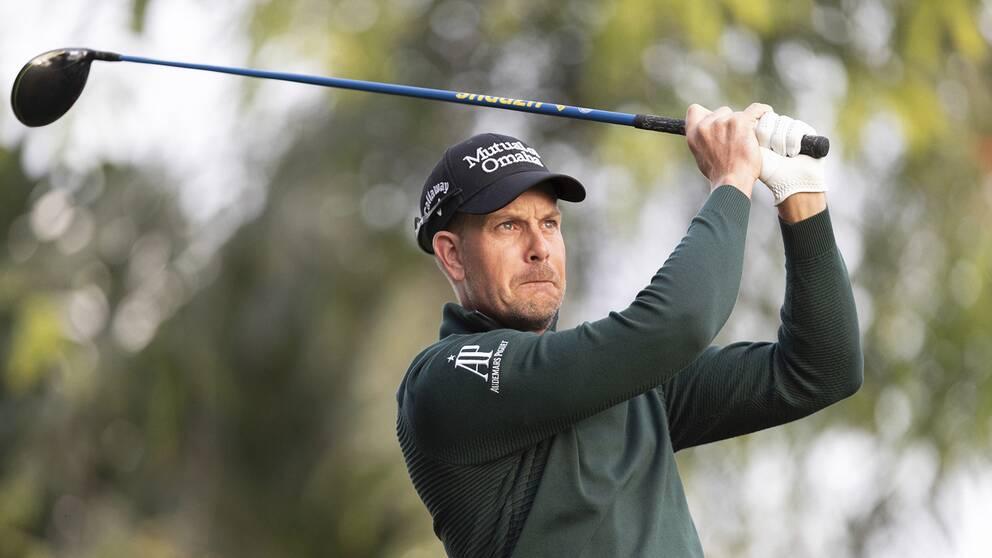 Henrik Stenson på tionde hålet under Dubai Desert Classic.