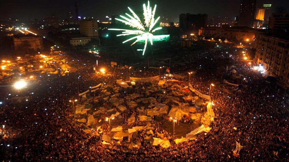 Fyrverkerier skjuts upp över Tahrirtorget.