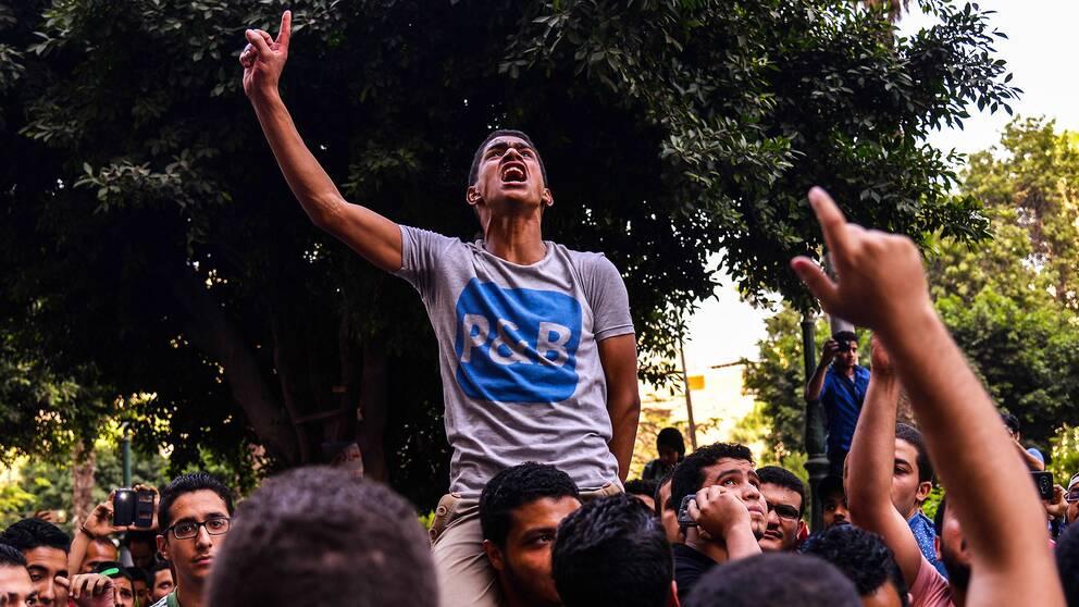 Demonstranter protesterar mot den sittande presidenten Abdel Fattah al-Sisi