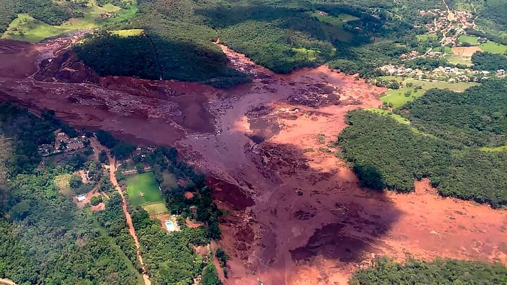 Lerfloden vällde fram nära staden Brumadinho
