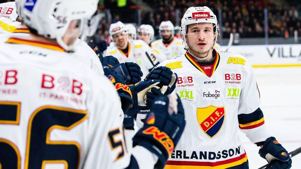 Djurgårdens Jakob Lilja jublar sitt 2–1-mål.
