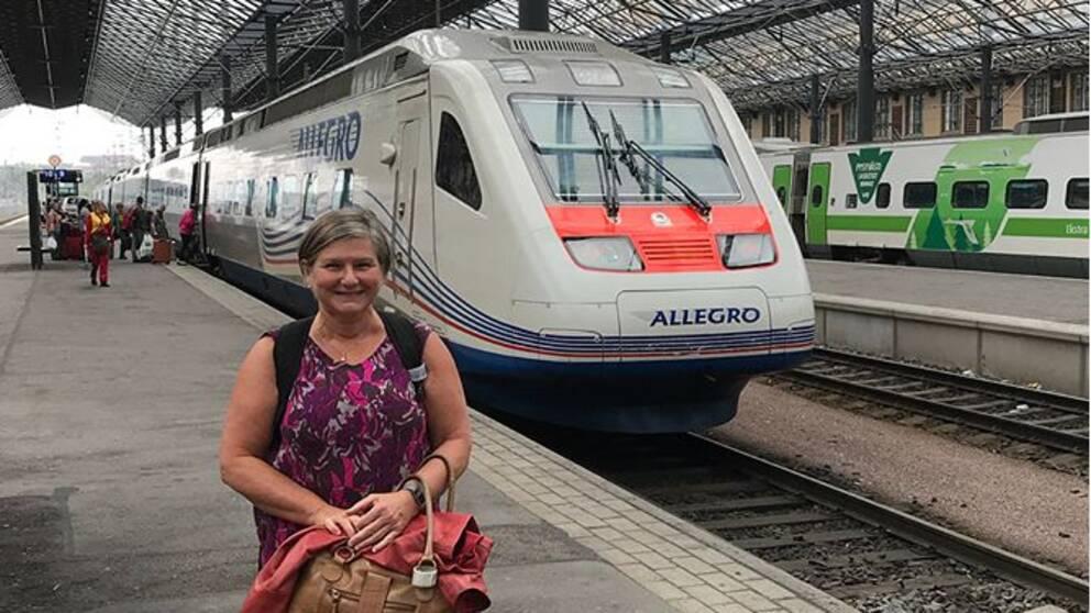 Helen Tronstads mål har varit att åka tåg eller buss och undvika att flyga under sin fem månader långa resa genom Ryssland mot Asien. Hon börjar med tåg från Helsingfors till Moskva.