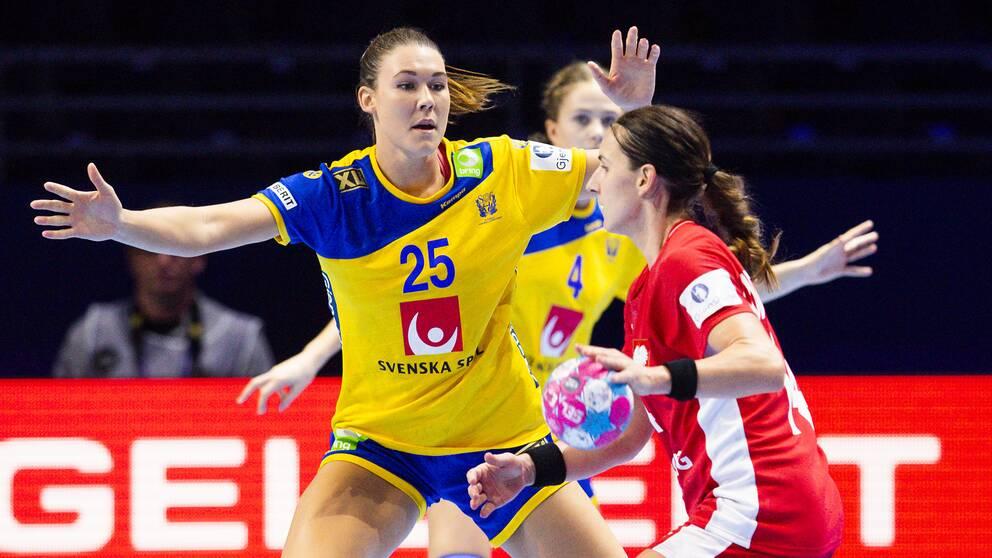 Landslagets Mikaela Mässing under en EM-match mot Polen i december.