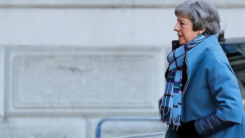 Parlamentsdebatt kan öppna ny väg ut ur det politiska dödläget för Storbritanniens premiärminister Theresa May.