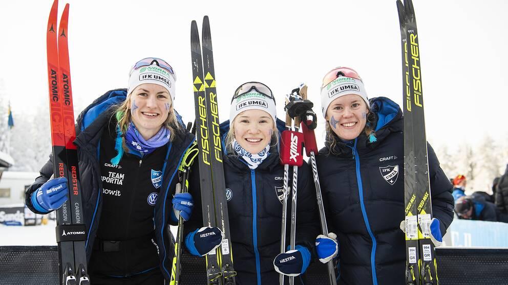 Elina Rönnlund, Linn Sömskar och Jonna Sundling, IFK Umeå, efter damernas stafett över 3x5km.