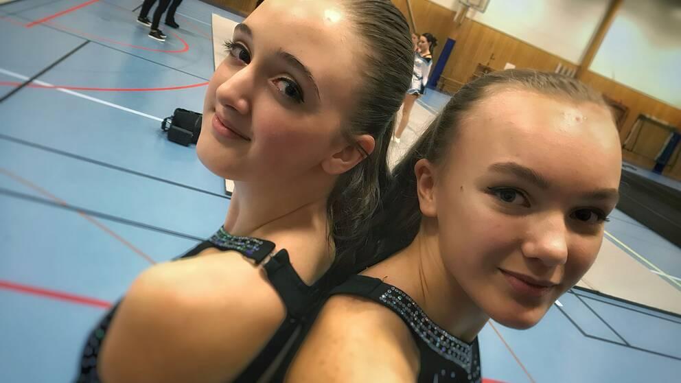 Rebecca Rundberg och Leona Brante kommer snart att åka till Florida och tävla i cheerleading.