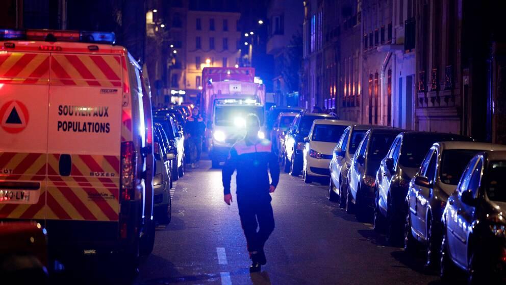 Minst sju personer har dött i branden i Paris under natten till onsdagen.