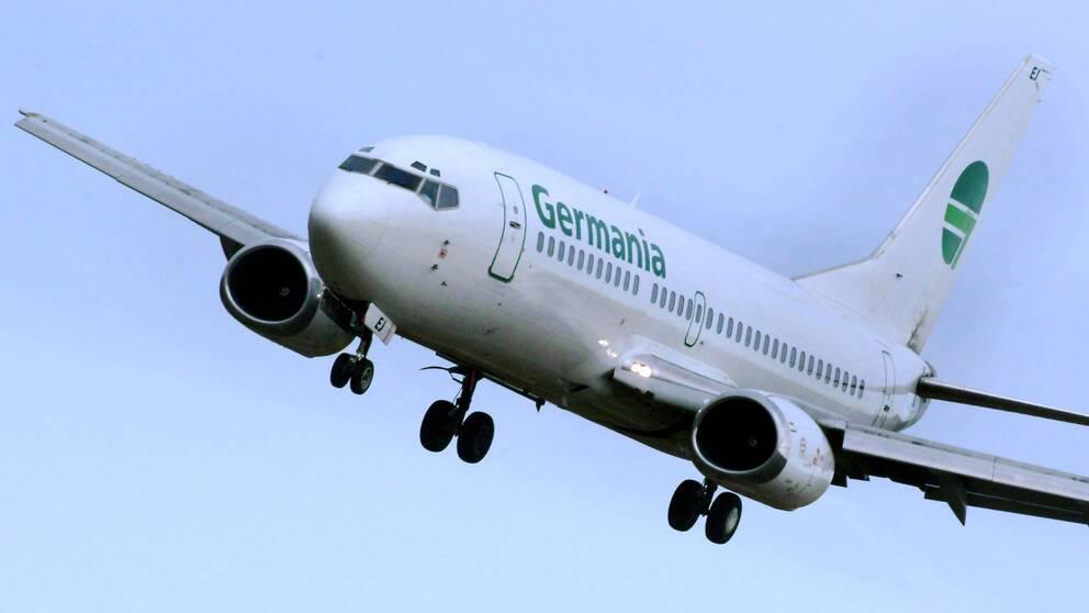 En Boeing 737 från Germania på väg in för landning på Arlanda flygplats.