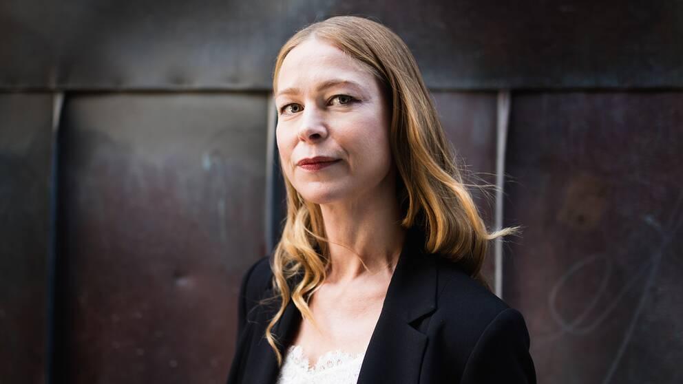 Advokaten Karin Gyllenring tycker det vore önskvärt om fler personer sattes under uppsikt istället för att Polisen eller Migrationsverket beslutar att de tas i förvar.
