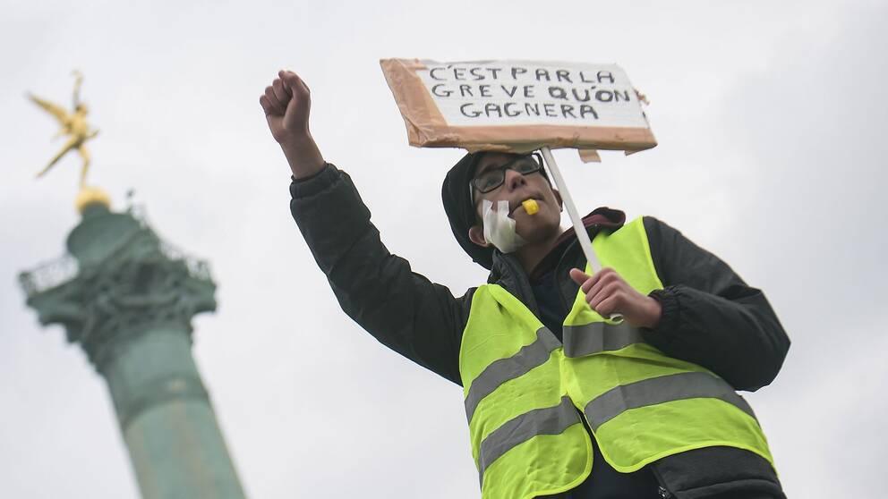 """Genom strejk, vinner vi"", skriver en demonstrant."