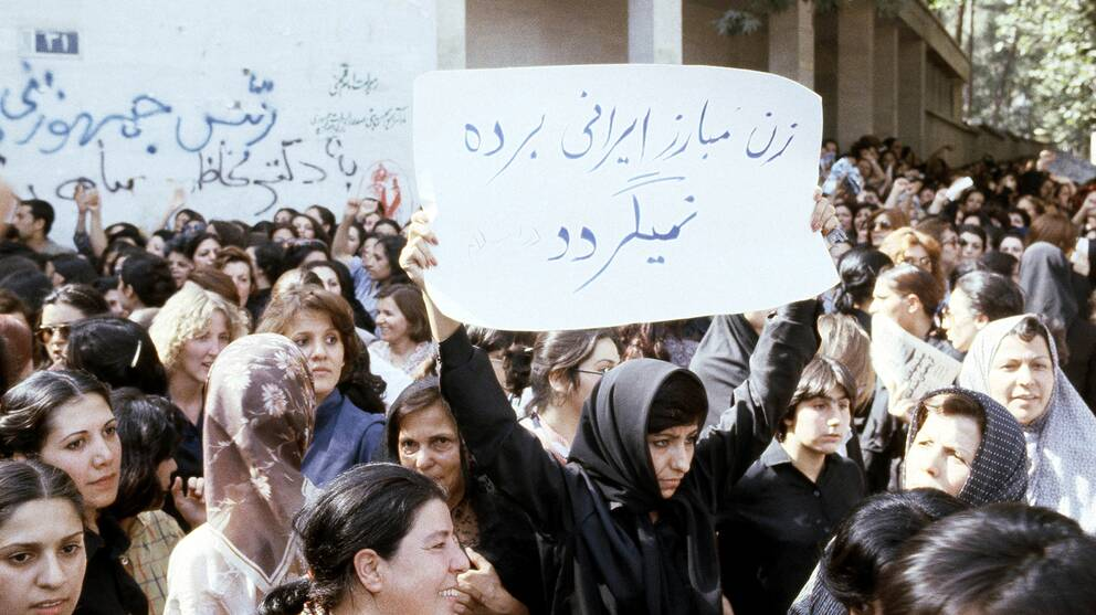 Kvinnor demonstrerar i Teheran 1979.