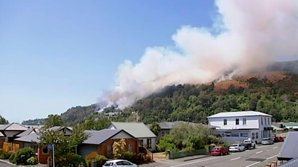 Byn Wakefield som riskerar slukas av lågorna av en skogsbrand.