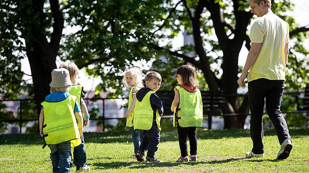 Barn på en förskola i Stockholm på Barnsäkerhetens dag 21 maj 2014.
