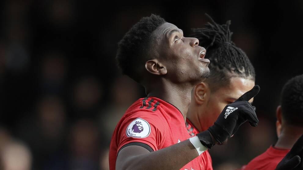 Paul Pogba firar sitt straffmål mot Fulham.