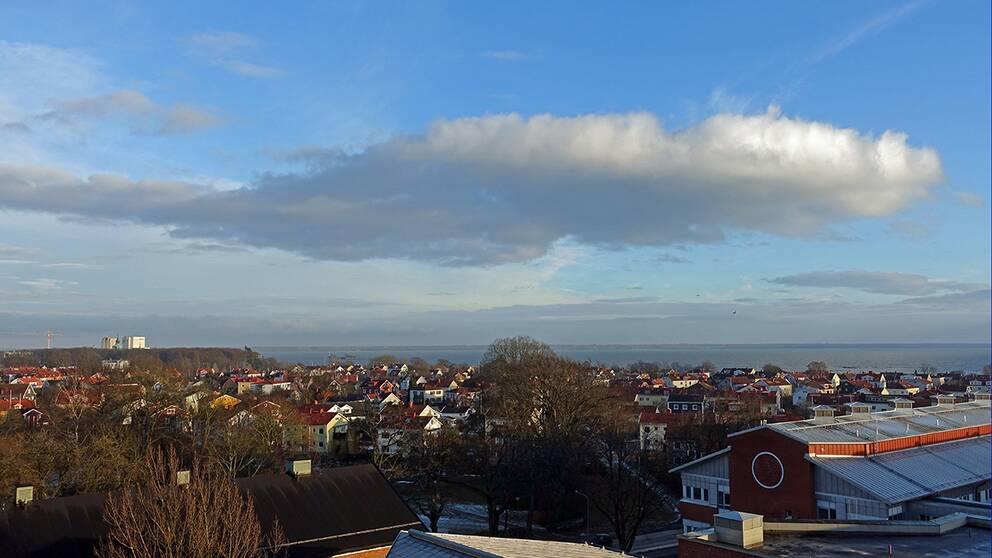 Regnat sedan morgonen men på eftermiddagen tittade solen fram. Vy över Kalmar, Kalmarsund och Öland. 9 febr.