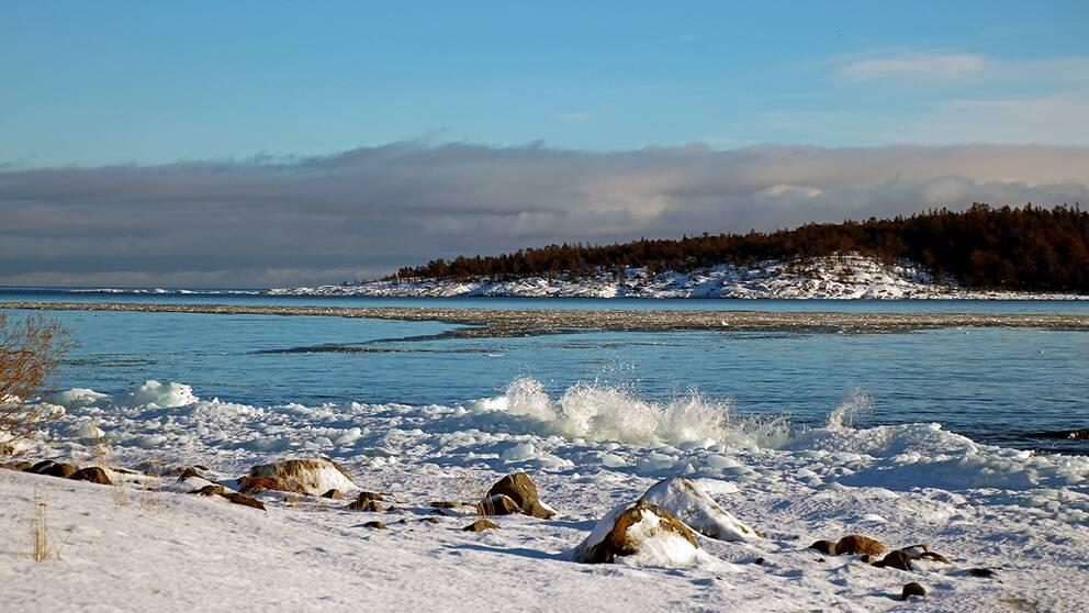 En solig dag vid kusten. Lörudden i Sundsvalls kommun, Västernorrlands län.