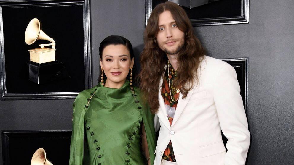 Svenske kompositören Ludwig Göransson och Serena Goransson anländer till Grammygalan