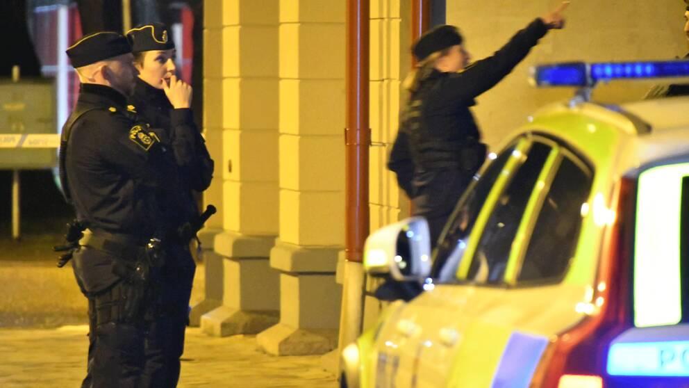 """Explosionen ska ha inträffat vid en dörr till en """"tvättstuga eller liknande"""" uppger polisen."""