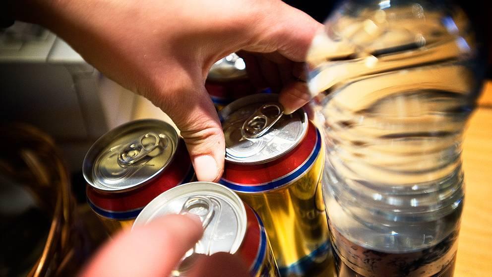 ölburkan, händer och flaskor