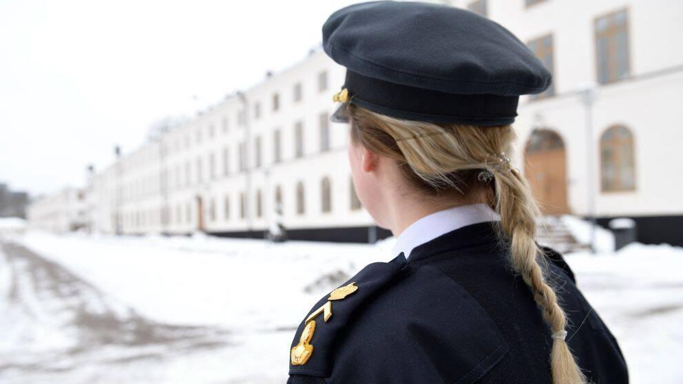 Kvinnlig officersstudent vid Försvarshögskolans Campus Karlberg i Stockholm.