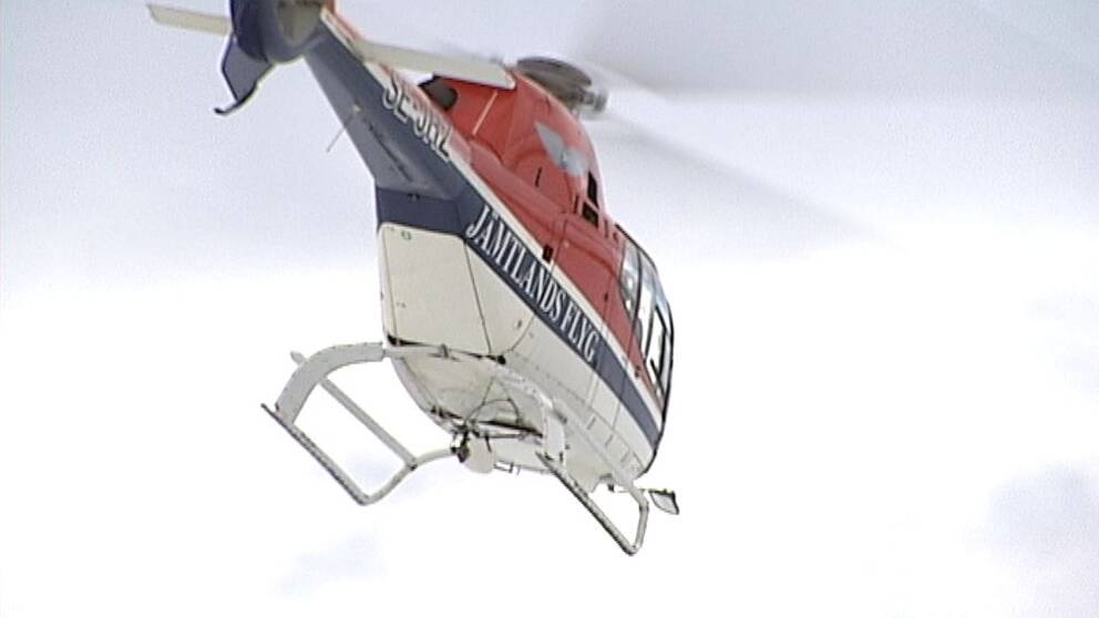 Helikopter från Jämtlandsflyg flyger