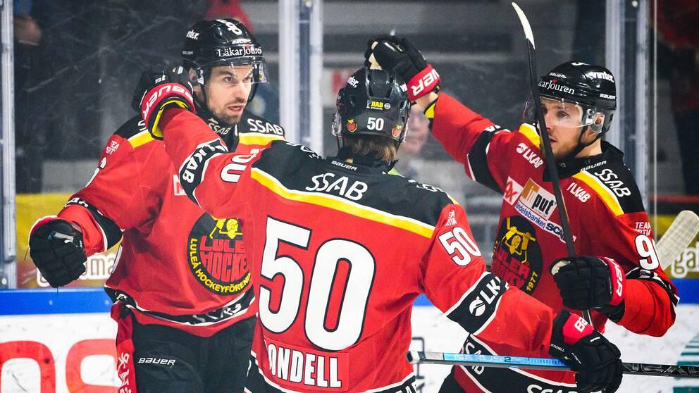 Niklas Olausson, till vänster, firar 1-0.