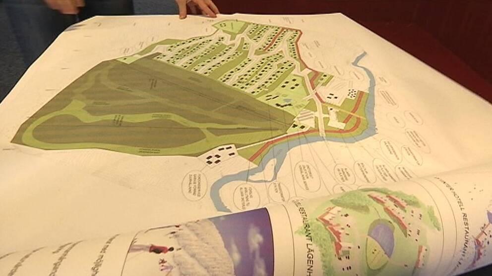 Översiktskarta som visar planerna för Kappruet på ett bord