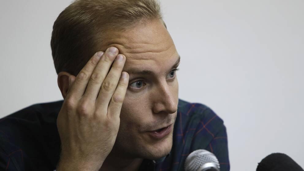 Svenske Aron Modig sade på presskonferensen i Havana att bilen inte prejades av vägen.