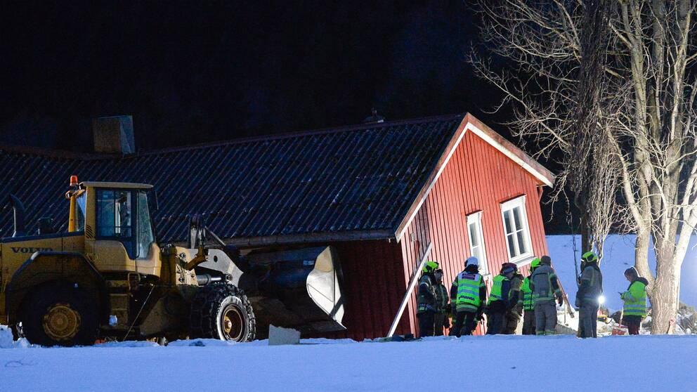 Hela huset rammades av jordskredet på lördagseftermiddagen.