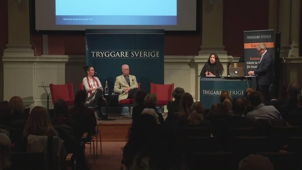 Jenny Westerstrand, Roks, polisinspektör Ulf Brännström, Maria Hallenius Henrysson, Lex Lotta och moderator Magnus Lindgren.