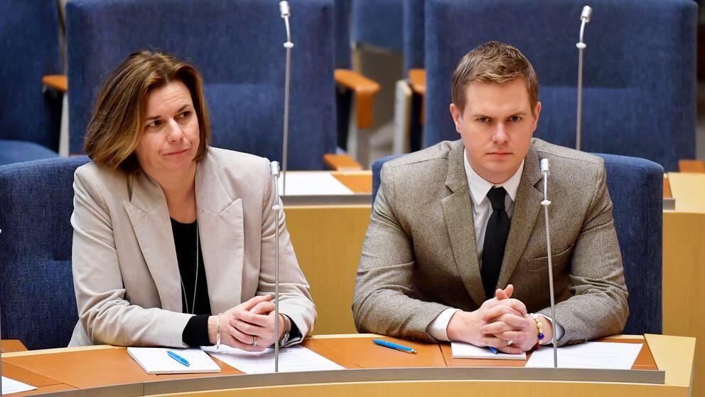 Den kommande mandatperioden kan alltså bli en rysare för ett redan hårt prövat politiskt parti, tror Mats Knutson.