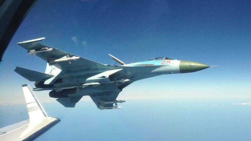 Rysk Su-27 fotograferad på nära håll från svenskt signalspaningsflygplan i oktober 2014.