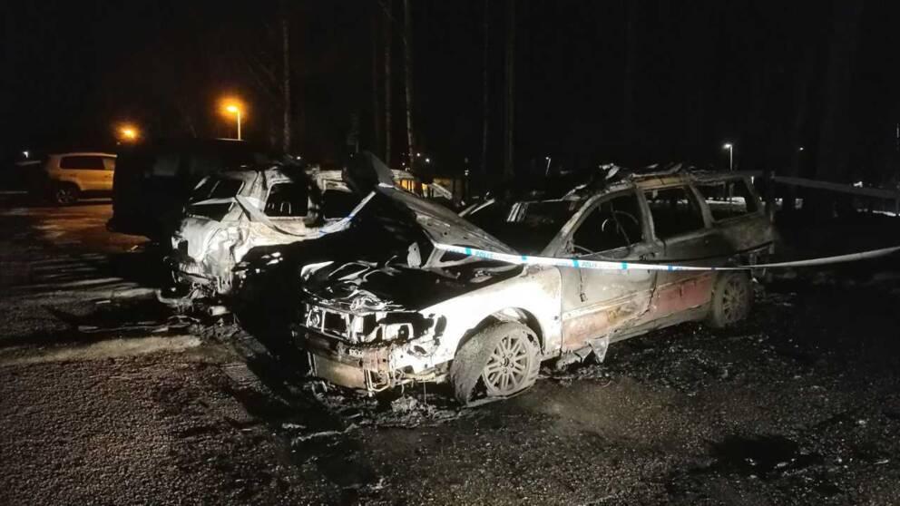 Utbrända bilar på parkering