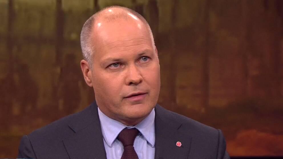 Morgan Johansson (S) vill att svenskaar som anslutit till IS hanteras i en internationell rättsprocess.