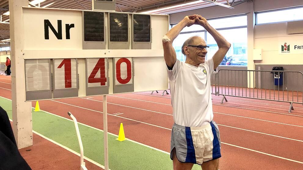 81-årige Carl Erik Särndal slog världsrekord för veteraner under SM i Malmö.