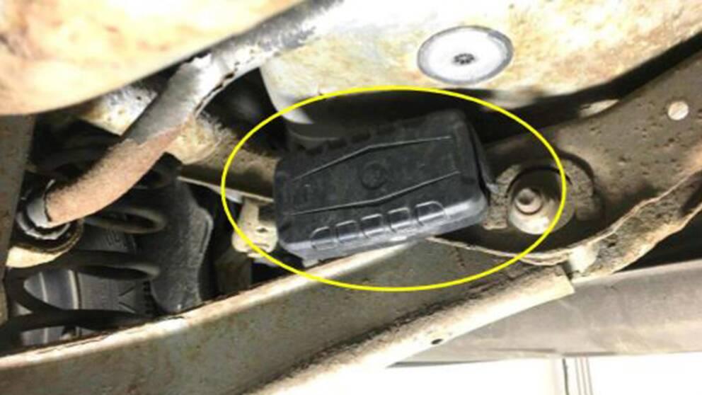 En spårsändare under en bil