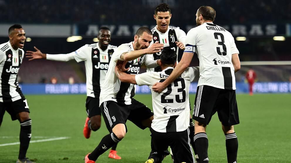Emre Can (på knä) jublar med lagkamrater efter att ha gjort 2–0 för Juventus.