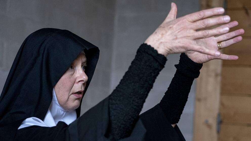 Moder Christa Claesson på klostret Mariavall är en av många skåningar som engagerat sig mot mineraljakt på Österlen.