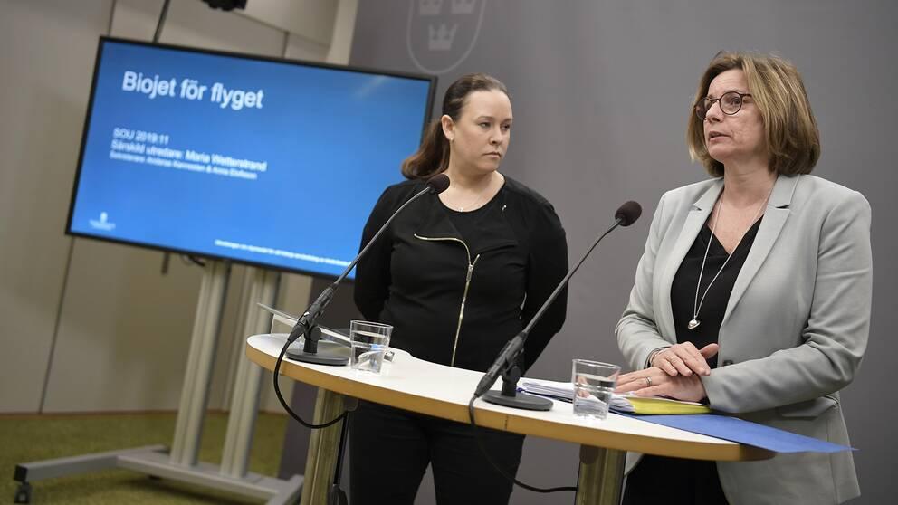 Utredare Maria Wetterstrand och miljö- och klimatminister Isabella Lövin.