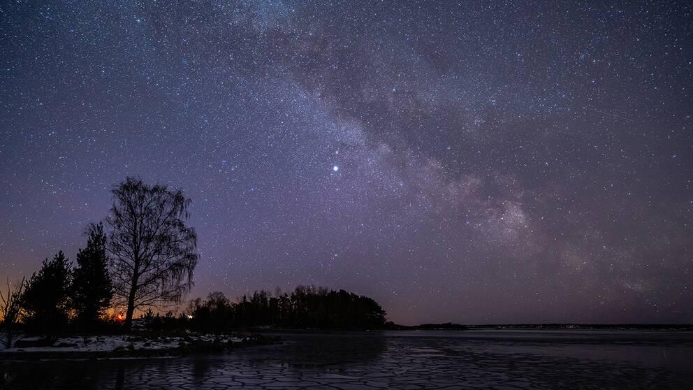Vintergatan gnistrade på stjärnhimlen utanför Simpnäs vid Ålands hav. 2019-03-06.